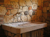 黄铜水龙头与大理石洗手台 — 图库照片