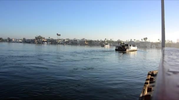 Ferry en newport beach — Vídeo de stock