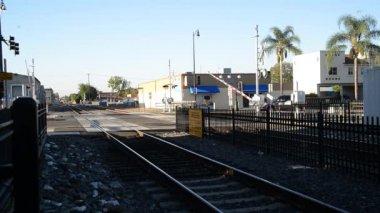 Příměstským vlakem. — Stock video