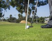 Putting and Golfer — Stock Photo