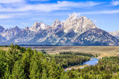 Grand Teton mountains scenic view with Snake river — Stock Photo