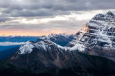 Mountain range view at colorful sunrise, Banff, Canada — Stock Photo