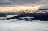 Colorful sunrise with winter mountain range, Banff, Canada — Stock Photo