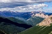 Mountain range landscape view in Jasper NP, Canada — Stock Photo
