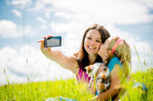 Selfie - mother, child and kitten — Stock Photo