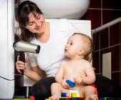 Mother and baby - drying hairs — Stock Photo