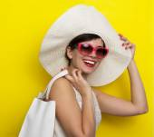 Happy woman in hat and sun glasses — Stock Photo