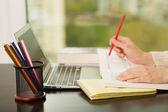 Pracy na laptopie — Zdjęcie stockowe