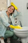 Beautiful girl cleaning up her house — Stock Photo