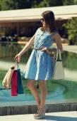 Beautiful girl shopping in the city — Stock Photo