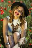 Beautiful girl in a summer field — Stock Photo