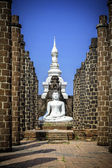 Buddha statue in Grand Hall of Wat Maha That temple — Stock Photo