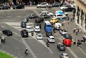 Cars and people in Rome city — Stock Photo