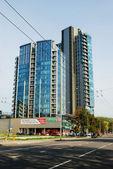 Vilnius city skyscrapers in Savanoriu street — Stockfoto