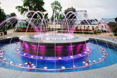 Fountain dancing with music and changing colors in Druskininkai city — Zdjęcie stockowe