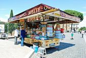 Sellers in Rome city view on May 30, 2014 — Stock Photo