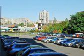 Pasilaiciai district street with cars and houses — Stockfoto