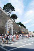 Entrance to the Vatican museum on May 30, 2014 — Stockfoto