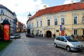 Vilnius city center street with cars and houses — Stock Photo
