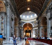 Inside view of Saint Peter's Basilica on May 31, 2014 — Foto de Stock
