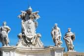 скульптуры на фасаде ватиканских работ — Стоковое фото