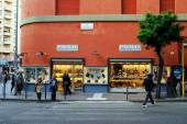People walking at shop Paolo calzature on May 31, 2014 — Stock Photo