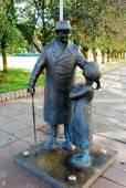 Sculpture of men and girl in Vilnius old city center — Stock fotografie