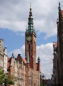 Old gothic clock- tower and building of city hall in Gdansk — Stock Photo