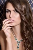 Donna con gioielli — Foto Stock