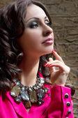 Vrouw met sieraden — Stockfoto