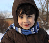 Little boy playing outdoors with snow — Stockfoto