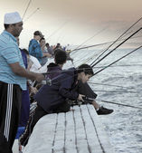 Group of people fishing on False Bay waters — Foto Stock