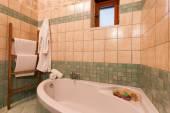 Lyxigt badrum i sten — Stockfoto