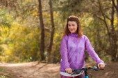 Young girl with bicycle outdoor — Foto Stock