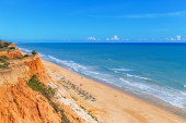 Sunny beach summer sea Albufeira in Portugal. For holiday enjoyment. — Stockfoto