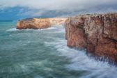 Severe dramatic seascape Portugal. Fishermen in Sagres. — Stock Photo