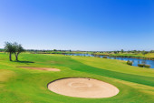 Golf resort with the scenery of the sea. Summer vacation. — Stock Photo