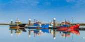 Fishing boats moored at the dock. Industrial ships. — Stockfoto