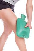 более теплая вода на колене. спортивные травмы. — Стоковое фото