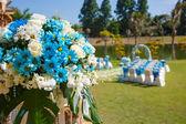 Wedding ceremony flowers, arch, chairs — Stockfoto