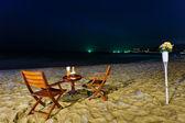 Bir gece sahilde romantik akşam yemeği — Stok fotoğraf