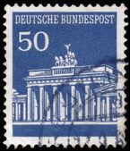 Stamp printed in Germany shows Brandenburg Gate — Stock fotografie