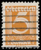 Stamp printed in Austria shows number 5 — Stockfoto