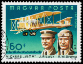 Stamp printed in Hungary shows Alcock and Brown — Stock Photo