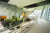 Exposición de armas y equipo en el museo bielorruso de th — Foto de Stock