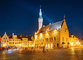 Tallinn central Town Hall Square by night (Raekoja plats) — Stock Photo