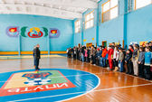Unrecognizable Belarusian secondary school pupils lined up in th — Stock Photo