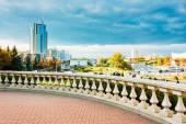 Widok nowoczesnej architektury w Mińsku, z obszaru nyamiha, — Zdjęcie stockowe
