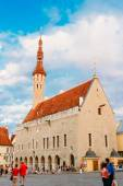 Tallinn central Town Hall Square by Evening Raekoja Plats — Stock Photo