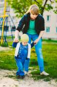 First Steps Baby With Her Mother In The Spring Outing — Stock Photo